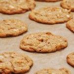 Mes cookies préférés, à offrir à vos amis et à partager en famille (ou à manger tout seul... à voir !). Réalisez facilement de vrais cookies coco vanille fondants au milieu, et croustillants sur les bords! Un régal, une recette facile et rapide qui vient tout droit des Etats-Unis. Cette ...