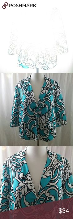 "Covington Floral Blazer Size 18W Graphic floral design.  Lined.  3/4"" sleeves.  Hook and eye closure. Covington Jackets & Coats Blazers"