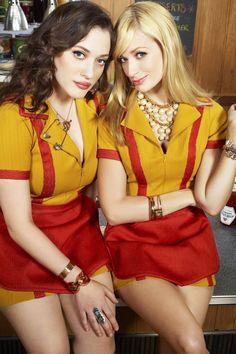 """Wir dürfen uns auf eine neue Serie freuen: Die Sitcom """"2 Broke Girls"""" mit Kat Dennings und Beth Behrs wird ab dem 28. August 2012 auf ProSieben ausgestrahlt."""
