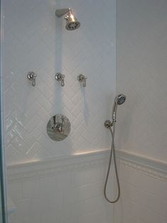 Extraordinary Herringbone Tile Layout Ideas : Excellent Shower Room Wall Tiles With Herringbone Tile Layout Looks So Tidy Master shower Douches Subway Tile, Subway Tile Showers, Subway Tiles, White Subway Tile Bathroom, Concrete Bathroom, White Bathrooms, Bathroom Showers, Luxury Bathrooms, Master Bathrooms