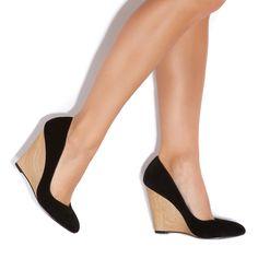 Maude// classic black pumps with wooden heel- in love <3