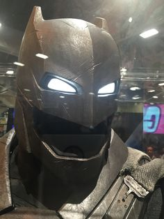 New Look At Batman's Armor And Bat-Arsenal In Batman V. Superman