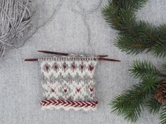 Christmas Eve: Part 1 Knitted Mittens Pattern, Knit Mittens, Mitten Gloves, Knitting Charts, Hand Knitting, Knitting Patterns, Fingerless Mittens, Fair Isle Knitting, Knitting Accessories