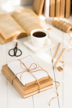 Covering books with brown kraft paper - Covering books with brown kraft paper