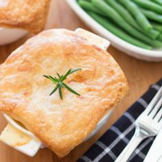 This recipe for chicken, bacon and leek pies uses simple ingredients, which taste amazing and will have your stomach rumbling! Yum!