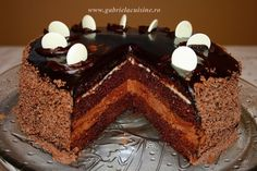 You will find here various recipes mainly traditional Romanian and Mediterranean, but also from all around the world. Chicken Schnitzel, Romanian Food, Something Sweet, Cupcake Cakes, Cupcakes, My Recipes, Chocolate Cake, Tiramisu, Homemade
