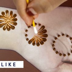 Discover recipes, home ideas, style inspiration and other ideas to try. Palm Henna Designs, Henna Tattoo Designs Simple, Mehndi Designs For Kids, Back Hand Mehndi Designs, Mehndi Designs Book, Mehndi Designs For Beginners, Mehndi Designs For Fingers, Beautiful Henna Designs, Latest Mehndi Designs