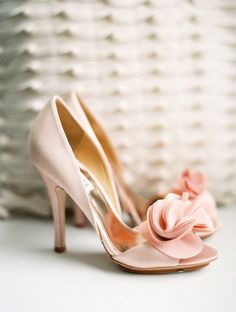 32 Floral Wedding Shoes Ideas For Spring And Summer Nuptials: pink peep toe shoes with fabric flower clips