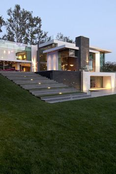 Whipple Russell Architects developed Summit Home, in Beverly Hills, California