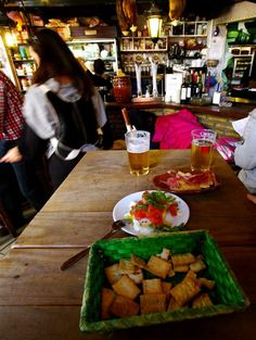 Bar Alfalfa  de tapas en Sevilla  Spain :tapa Caprese, (mozzarella de búfala…