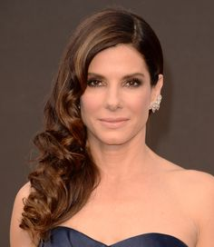 Sandy B at 2014 Oscar. If you click on the image, it gets giga so you can see all the details of this flawless make up.