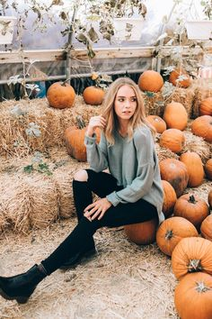 Stylish and affordable tops for the fashion forward girl. Stylish and affordable tops for the fashion forward girl. Holiday Outfits Women, Cute Fall Outfits, Work Outfits, Autumn Photography, Portrait Photography, Travel Photography, Stunning Photography, Creative Photography, Digital Photography