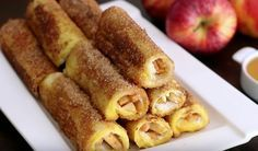 Apple French Toast Roll-Ups 14 Decadent French Toasts That'll Change Your Life Apfel French Toast, Breakfast Time, Breakfast Recipes, Tapas, French Toast Roll Ups, Good Food, Yummy Food, Breakfast Casserole, High Tea