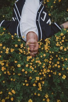 Immagine di flowers, kian lawley, and kian Lawley Kian, Flower Yellow, Jc Caylen, Girl Meets World, Flower Boys, Man Crush, Youtubers, Instagram, Husband