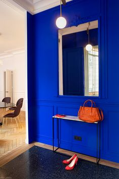 Blue Rooms, Blue Bedroom, Blue Walls, Home Decor Bedroom, Yves Klein Blue, Blue Wall Colors, Deco Cool, Neon, Elegant Homes