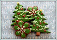 christmas trees by mint_lemonade Christmas Biscuits, Christmas Tree Cookies, Iced Cookies, Christmas Sweets, Christmas Cooking, Noel Christmas, Holiday Cookies, Cookies Et Biscuits, Christmas Cakes
