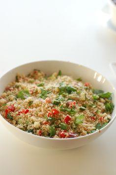 Van lezeres Michelle kregen we dit leuke recept voor een snelle couscous salade. Snijd de bloemkool…