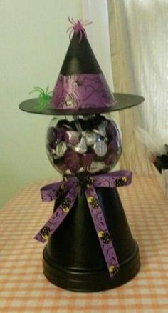 Samain: Halloween Witch Gumball Machine, for Dulceros Halloween, Adornos Halloween, Halloween Projects, Holidays Halloween, Halloween Decorations, Clay Pot Projects, Clay Pot Crafts, Jar Crafts, Tree Crafts
