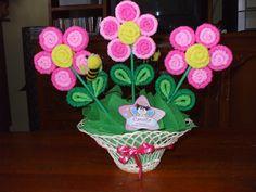 centro de mesas flores papel crepe - Buscar con Google