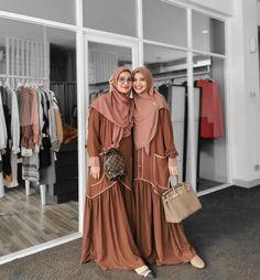 Dubai Fashion, Abaya Fashion, Fashion Outfits, Muslimah Clothing, Hijab Dress Party, Muslim Women Fashion, Pakistani Dresses Casual, Casual Hijab Outfit, Muslim Dress