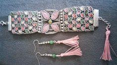 Bracelet wrap en macramé bohème chic, taupe et rose et perle gemme agate indienne, pompon