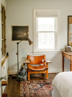 Decorating can sometimes get complicated. It can get in its own way with wallpapers, accessories, furniture — the works. Other times you come across homes that are so sparse, they seem unlivable. Finding that perfect in-between seems to be the right move, but it's not always easy to achieve. However, Doug and Carina Jenkins, the antiquing duo behind Eneby Home, have done just that. They moved into their Nashville, TN rental two years ago and have since gone about decorating it in a…