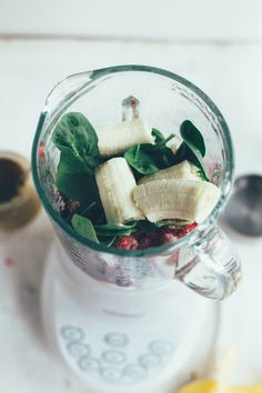 simple breakfast smoothie | the vanilla bean blog