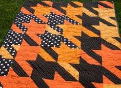Scrappy Houndstooth from Cluck Cluck Sew, she links the tutorial ... : tula pink houndstooth quilt pattern - Adamdwight.com