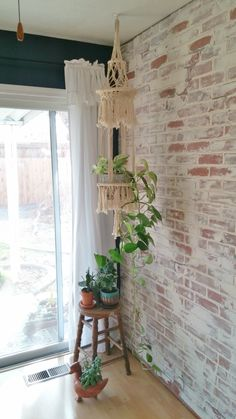 Little Vintage Cottage: Living Room Makeover - German Schmear Faux Brick W. How to create a German schmear faux brick wall. Brick Wall Bedroom, Brick Wall Decor, Brick Room, Brick Wall In Kitchen, Faux Brick Wall Panels, Brick Wall Paneling, Brick Accent Walls, Fake Brick Walls, Design Loft