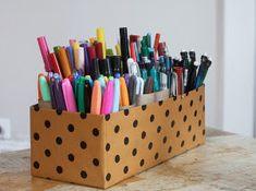 Confira 65 idéias de utilidades, decoração e artesanato com caixas de sapatos. Sabe aquele monte de caixas velhas que você tem só para ocupar espaço no seu guarda roupa ? Veja como aproveita-las da maneira certa :)