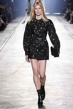 Fotos de Pasarela | Versace, desfile, colección, primavera-verano 2016, Milan Fashion Week, Milán Primavera/ Verano 2016  Milan Fashion Week  | 28 de 57 | Vogue