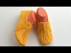 Small hearts knit booties model / booties models / booties how to knit - Yo . Knitted Booties, Knitted Slippers, Tunisian Crochet, Free Crochet, Laddu Gopal Dresses, Knitting Patterns, Crochet Patterns, Baby Pants, Crochet Shoes
