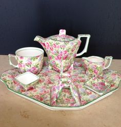 Very Rare Royal Winton Grimwades Chintz York Breakfast Set June Roses 7 Pieces Tea Pot Set, Tea Sets, Teapots And Cups, Teacups, Antique Dishes, China Tea Cups, Breakfast Set, Tea Service, Coffee Set