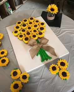 Best 12 Sunflower spoon Decoration – Page 291889619598837338 – SkillOfKing.Com Best 12 Sunflower spoon Decoration – Page 291889619598837338 – SkillOfKing. Sunflower Birthday Parties, 1st Birthday Parties, How To Make Sunflower, Rodjendanske Torte, Sunflower Cupcakes, Sunflower Cake Ideas, Sunflower Party Themes, Fall Sunflower Weddings, Wedding Sunflowers