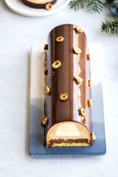 Praline log, coffee and clementine zest , Small Desserts, Fancy Desserts, Cake Batter Fudge, Patisserie Design, Pastel Candy, Xmas Dinner, No Sugar Foods, Pastry Shop, Cake Gallery