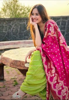 Indian Dress Up, Party Wear Indian Dresses, Pakistani Fashion Party Wear, Indian Fashion, Pakistani Formal Dresses, Pakistani Dress Design, Girl Photo Poses, Girl Poses, Photo Shoot
