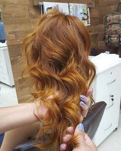 Você também pode se deixar seduzir por esse ruivo com um pé no loiro. | 17 imagens de cabelos ruivos que vão te dar vontade de correr para o salão