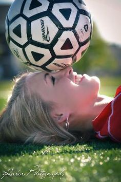 Sport Photography Poses Soccer Ideas - The Sport of Dress - Spring 2017 Soccer Senior Pictures, Soccer Poses, Volleyball Pictures, Soccer Shoot, Softball Pictures, Senior Girl Poses, Senior Girls, Senior Portraits, Team Pictures
