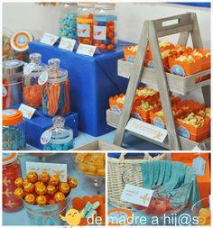 De madre a hija: Mesa de dulces azul y naranja: cumpleaños aviones.