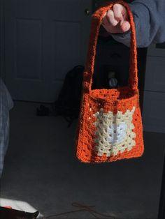 Crochet Tote, Crochet Granny, Crochet Gifts, Cute Crochet, Crotchet, Crochet Stitches For Beginners, Crochet Videos, Sewing Patterns, Crochet Patterns