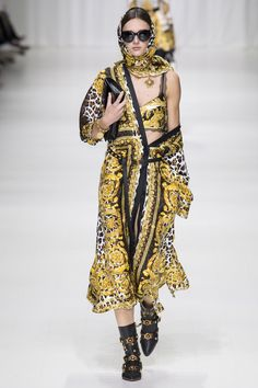 Versace Spring 2018 Ready-to-Wear  Fashion Show - Justine Asset
