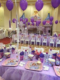 Ideas de cumpleaños de Princesa Sofía.  Tarjetas de invitación para descargar aquí http://mundomab.com/index/kit-para-imprimir-princesa-sofia-gratis/ #KitImprimible #Sofia #MundoMab #Invitaciones #CandyBar