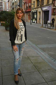 look casual ripped jeans y pulseras joya de Yomime http://conelmicroyentacones.com/2015/03/28/look-casual-ripped-jeans-and-stilettos-con-joyas-de-yomime/