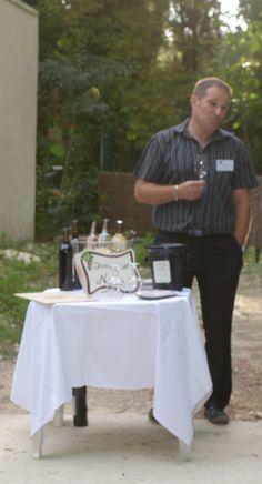 Le domaine Cultive 45 ha de vignes en AOP Côteaux d'Aix en Provence, IGP des Bouches du Rhône et Vin de table.Laurent Bastard Domaine Naïs- Rognes www.domainenais.fr