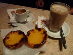 Cafe A Brasileira - Bica, Galao und Pasteis de nata