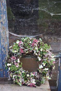 Berry Wreath with Hydrangeas- 15 natural wreaths Deco Floral, Arte Floral, Diy Wreath, Door Wreaths, Moss Wreath, Ribbon Wreaths, Tulle Wreath, Floral Wreaths, Burlap Wreaths