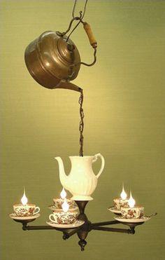 Lampara de juego de té/ Chandelier tea #recycle design Alice in Wonderland
