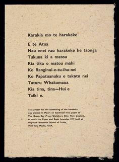 Prayer printed on handmade flax paper, reading 'Karakia mo te harakeke/E te Atua/Nau enei rau harakeke he taonga/Tukuna ki a matou/Kia tika o matou mahi/Ko Ranginui-e-tu-iho-nei/Ko Papatuanuku e takoto nei/Tuturu Whakamaua/Kia tina, tina – Hui e/Taiki e.'. School Resources, Teaching Resources, Maori Songs, Maori Symbols, Scary Dreams, Maori Patterns, Flax Weaving, Flax Flowers, Social Practice