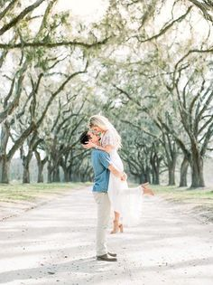 Light and romantic engagement photos. Outfits for engagement pictures.