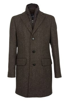 Jenson is a beautifully tailored single-breasted mens coat by Barutti, offered in a traditional herringbone design. For additional warmth and versatility, the Jenson coat features a detachable zip-in gilet style insert. A fashionable topcoat for business or casual wear which can be worn comfortably over one of our Barutti jackets